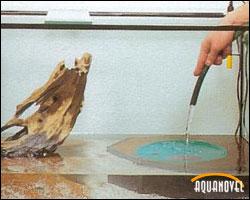 Echar el agua de relleno sobre un plato para no remover el sustrato