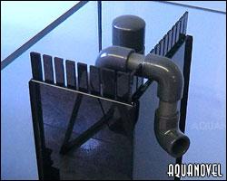 Vista de un peine que da entrada al rebosadero compuesto por durso para la bajada de agua y tubería de PVC para el retorno.